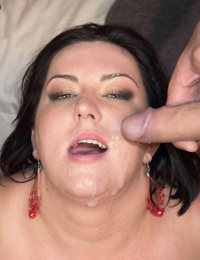 Mature fatty Paige Turner sucks of her hubby and stepson at the same time