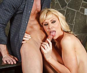 Stunning blonde Sasha Sean is sucking a good dick on the camera
