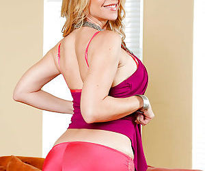 Babe Desi- a mom exposing her big tits while undressing her lingerie