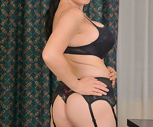 Stacked brunette cougar in sexy lingerie spreads her orgasmic pussy