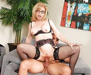 Big tits mature mom Nina Hartley enjoys fresh cumshot after hardcore fuck
