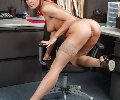 Milf Rahyndee James crave to feel a powerful cock in her tight hole