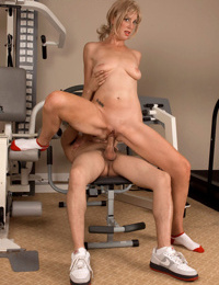 Top mature Liz Summers works young cock in heavy XXX scenes while screaming