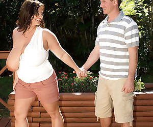 Obese mom Maria Moore seducing man on street for oral and vaginal sex games