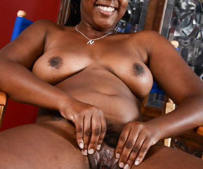 Thick black amateur Janelle Taylor is all smiles while displaying ample assets