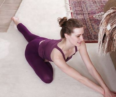 Thin amateur female Tara Estell exhibiting bald snatch after doffing yoga garb