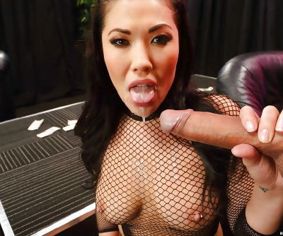 Big cocks dont scare Asian London Keyes when it comes to anal sex