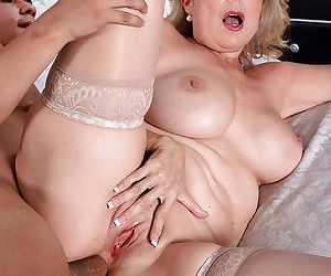 Mature fatty Laura Layne gets fingered and enjoys cock in her asshole