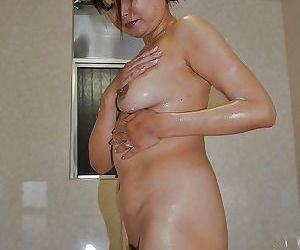Naughty asian MILF with flabby tits Yasuko Yoshii taking shower