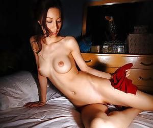 Cuddly asian babe Anari Suzuki uncovering her svelte body