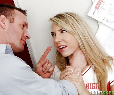 Fearless schoolgirl Kiara Knight gets fantastic pussy-pounding