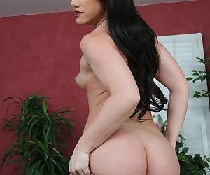 Brunette mom Jennifer White slips her skirt and panties over her ass