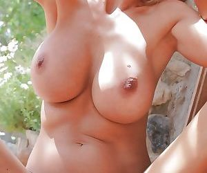 Bleached babe Puma Swede was filled deep in her wide-opened mouth