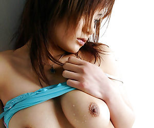 Tempting asian babe Noa Aoki stripping off her underwear in the bath
