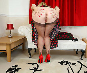 Older blonde model Lucinda shows off her wide open pussy in RHT nylons