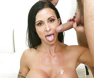 Mature Jewels Jade was fucked in hardcore pornstar style on cam