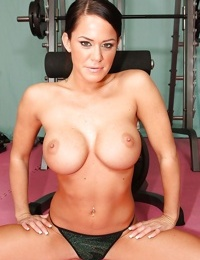 Sports babe with big boobs Savannah Stern stretches her flexy body