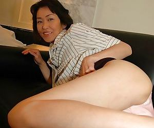 Naughty asian MILF takes off her skirt and has some pussy vibing fun