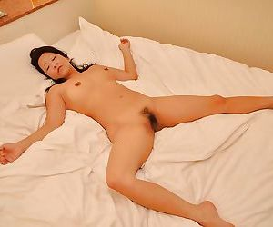 Asian MILF Kumiko Katsura gives a sensual blowjob and gets fucked