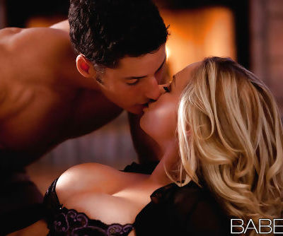 Lusty blonde with big tits gets her pussy licked and cocked up