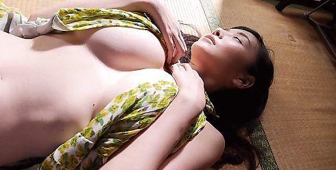 Anri Sugihara - sexy cleavage