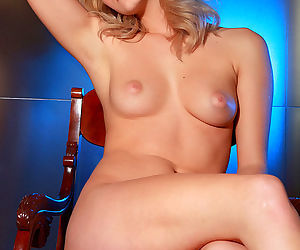 The pussy lips of Alisa White look perfect in the erotic art gallery