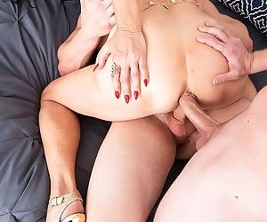 Dark haired cougar rita daniels seduces the male plumbers for a mmf threesome - part 1445