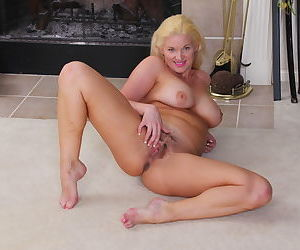 Naughty american milf scarlet loves to play with her hairy pussy - part 2221