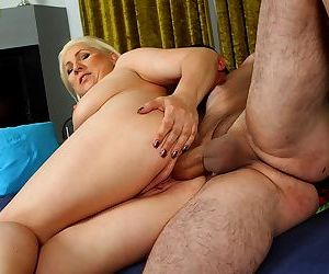 Blonde wife netty bounces her pussy on his cock - part 2652