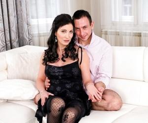 Horny silvie sunny seduces her boyfriend rob into a passionate night. rob undres - part 1223