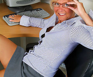 Office milf cricket reveals hot tan lines and pussy - part 2551