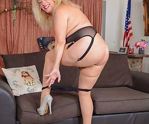 Bbw english housewife erotica ann toys her pussy on the sofa - part 259