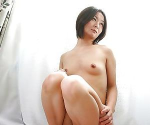 Frisky asian MILF Ayano Nagasawa showcasing her slippy curves
