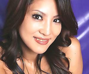 Super hot japanese saya shows her sweet tits - part 4421