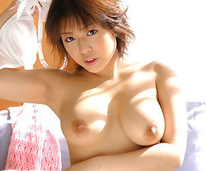 Japanese babe with big tits - part 3423