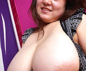Japanese mariko morikawa shows her natural big tits - part 4089