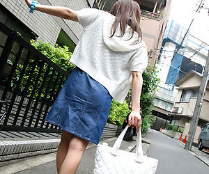 Japanese girl gives blowjob - part 3306
