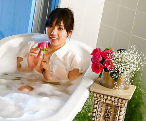 Sey japanese babe in the bathtub - part 4652