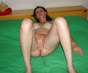 Pictures of a naked kinky-haired wife - part 938