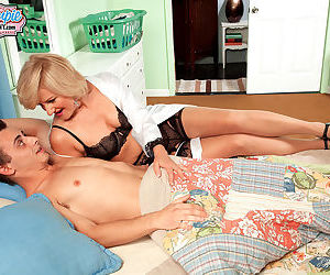 Blonde mom giving head - part 3086