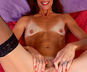 46 year old sherry w stabs at her mature pussy with a glass dildo-sherry w-mar 8 - part 3260