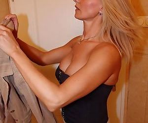Fuck that mature slut silly on the toilet - part 3367