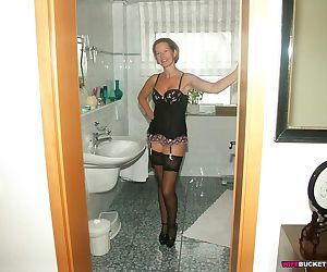 Mature slut submitted these hot nudes - part 2579