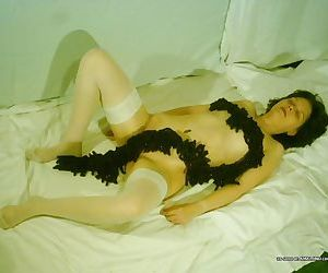 Naughty amateur housewife posing sleazy on cam - part 2674