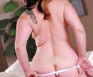 Curvy brunette hottie elle enjoys in showing off her hot body - part 2