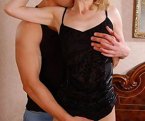 Goodlooking mature in barely visible tights gets the pounding of - part 3638