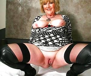 Old amateur grannies with big boobs - part 2448