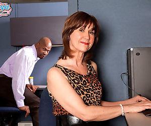 Older housewife elle denay loves bbc - part 1173