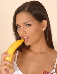 European MILF pornstar Eve Angel sliding banana into trimmed vagina