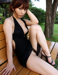 Japanese model An Nanba shows her naked bush on bed in between excursions